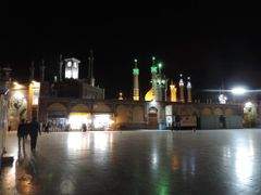 Qom - mosque night by <b>Tohid Khosravi</b> ( a Panoramio image )