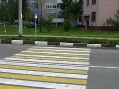 Пешеходный переход в клумбу. Crosswalk in flowerbed by <b>alex26856</b> ( a Panoramio image )