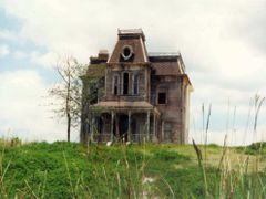 """I WOULDN""""T GO THERE IF I WERE YOU! by <b>© LK Kelley</b> ( a Panoramio image )"""