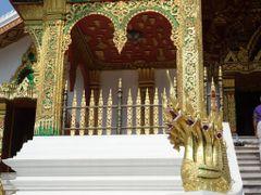 Temple Wat Vat Mai by <b>AnaMariaOss</b> ( a Panoramio image )
