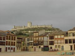 Plza. del Coso y Castillo de Penafiel (Valladolid) by <b>©-Miguel A. Rodriguez Teran</b> ( a Panoramio image )