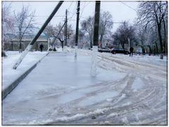 Ледяной дождь (стоянка у Сбербанка) by <b>parknebug</b> ( a Panoramio image )