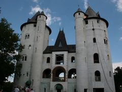 Castle Gwynn at the Tennessee Renaissance Festival (Taylor Swift by <b>Jeffrey Bolstad</b> ( a Panoramio image )
