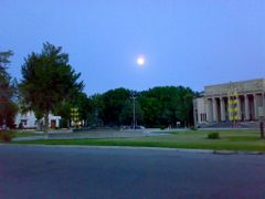 Full moon over theater square - Полная луна над площадью возле т by <b>KPbICMAH</b> ( a Panoramio image )