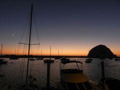 """""""Atardecer en Morro Bay con Morro Rock al fondo"""" by <b>©Chaydee</b> ( a Panoramio image )"""