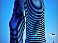 "The girls are feeling blue. Mississauga""s twisted sisters. Compl by <b>Tomros</b> ( a Panoramio image )"
