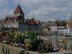 "Fleurs de Printemps et le Chateau d""Ouchy / Spring Flowers and C by <b>Merz_Rene</b> ( a Panoramio image )"