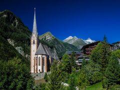 Die Pfarrkirche Heiligenblut ist die Kirche von Heiligenblut am  by <b>Reiner Vogeley</b> ( a Panoramio image )