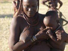 Cycek do dziecka a nie dziecko do cycka -:) Himba village by <b>Michal Synowiec</b> ( a Panoramio image )