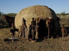 Dom kobiet. Wioseczka Himba  by <b>Michal Synowiec</b> ( a Panoramio image )