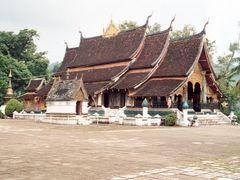 Wat Xieng Thong Temple by <b>John de Crom</b> ( a Panoramio image )