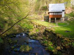 Udoli Vrchlice - chata u kamenneho mostku by <b>Mirka Scharfnerova</b> ( a Panoramio image )