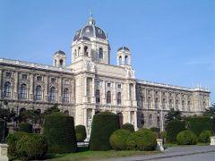 AUSTRIA Museo de Historia Natural Viena  by <b>Talavan</b> ( a Panoramio image )