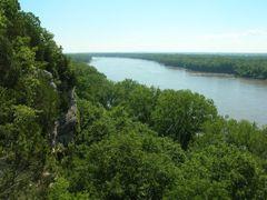 Missouri River, Looking East by <b>HikingMike, hikingmike.com</b> ( a Panoramio image )