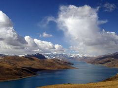 Yamdrok Tso, from Khampa La pass, Tibet by <b>Placebo</b> ( a Panoramio image )