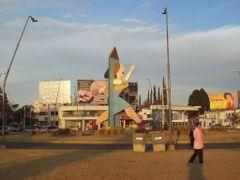 """""""La Mujer Urbana"""" obra del artista cordobes Antonio Segui - ano  by <b>Frank Boore</b> ( a Panoramio image )"""