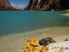 Laguna de Llanganuco by <b>Luis Torres Tarazona</b> ( a Panoramio image )