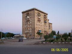 "Nahc?van"" da al?sveris merkezi kars?s?ndaki apartmanlar by <b>Ahmet Soyak</b> ( a Panoramio image )"