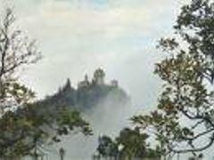 Veduta delle tre torri di San Marino nella nebbia by <b>al5x</b> ( a Panoramio image )