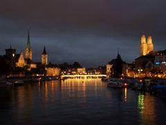 Zurich - Vista nocturna de la ciudad by <b>javier herranz</b> ( a Panoramio image )