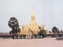 Pha That Luang Stoepa  by <b>John de Crom</b> ( a Panoramio image )