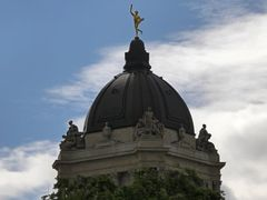 Manitoba Legislative Assembly dome by <b>Marilyn Whiteley</b> ( a Panoramio image )