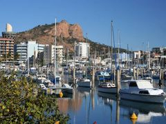 Castle Hill above old marina in Townsville by <b>Steve Bennett</b> ( a Panoramio image )