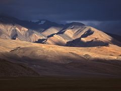 Mountains east of Tso Morari I by <b>Dirk Jenrich</b> ( a Panoramio image )