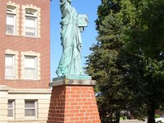 statue of liberty replica, Leon, IA by <b>marnox1</b> ( a Panoramio image )