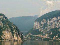 Dunarea la Cazane si malul Sarbesc by <b>BogdanGoim</b> ( a Panoramio image )