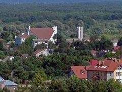 Kosciol i kawalek gimnazjum - widok ze wzgorza Pomnik by <b>Pawel Pall AEvar</b> ( a Panoramio image )