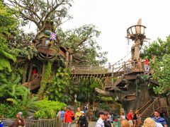 "Tarzan""s Treehouse Panoramic (Wasn""t this once the Swiss Family  by <b>© Michael Hatten http://www.sacred-earth-studios.com</b> ( a Panoramio image )"