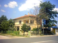 Old house by <b>[Y]roussy.dir.bg®</b> ( a Panoramio image )