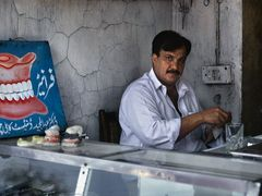 Peshawar Bazaar - Dental Technician by <b>zerega</b> ( a Panoramio image )