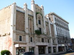 Downtown East Saint Louis: The Majestic Theatre and the Murphy B by <b>Jesse *</b> ( a Panoramio image )
