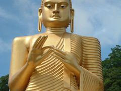 Golden Budda Dambulla by <b>Haggs</b> ( a Panoramio image )