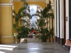A typical bar in old Habana by <b>Bob Taylor</b> ( a Panoramio image )