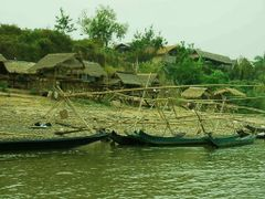 huts on the bank of river Mekong by <b>world of pictures by KlausH</b> ( a Panoramio image )