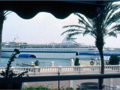 Cruiseship in Hamilton by <b>Gabor Retei</b> ( a Panoramio image )