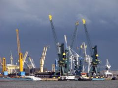 Antwerp Harbour by <b>tweety3d</b> ( a Panoramio image )