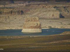 Lone Rock, Glen Canyon N.R.A., Utah/Arizona by <b>rattays.de</b> ( a Panoramio image )