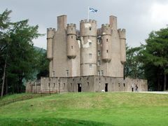 Braemar Castle by <b>donaldw</b> ( a Panoramio image )