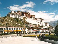 Potala Palace Lhasa by <b>John de Crom</b> ( a Panoramio image )
