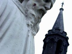 St Canice Cathedral Kilkenny Statue by <b>Peter Connolly</b> ( a Panoramio image )