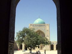 32 - Bukhara-Kalyan Mosque trough a gate by <b>Daniela Brocca</b> ( a Panoramio image )