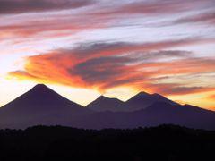 Volcanes al atardecer (G. Luttmann) by <b>Ing. Paul Luttmann</b> ( a Panoramio image )