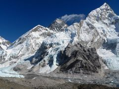 View onto Nuptse, Lhotse, Everest climbing Kala Pattar by <b>Luciano (www.wideview.it/travel)</b> ( a Panoramio image )