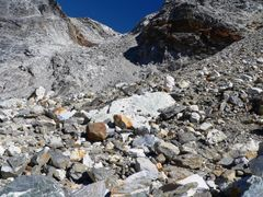 Descending from Cho La pass by <b>Luciano (www.wideview.it/travel)</b> ( a Panoramio image )