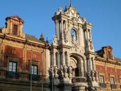 A building of Sevilla by <b>Eric Medvet</b> ( a Panoramio image )