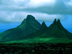 Mauritius - Trois Mamelles and Montagne du Rempart by <b>Raniero Tazzi</b> ( a Panoramio image )